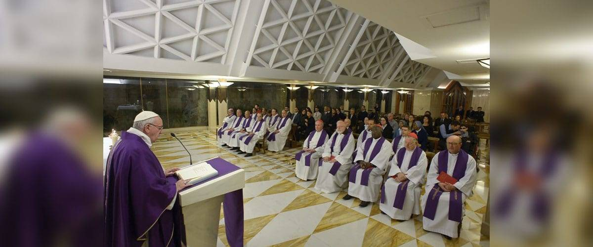 """Papa na missa: """"Confessionário não é lavanderia onde tirar manchas"""""""