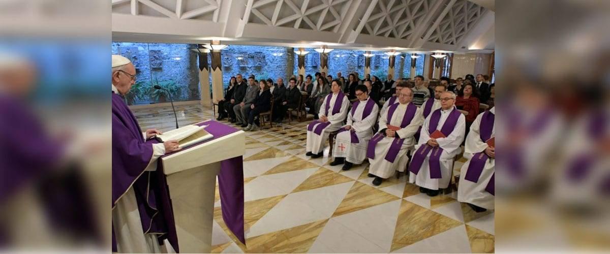 """""""A cruz não é um ornamento, mas o Deus que se fez pecado"""" Papa Francisco"""