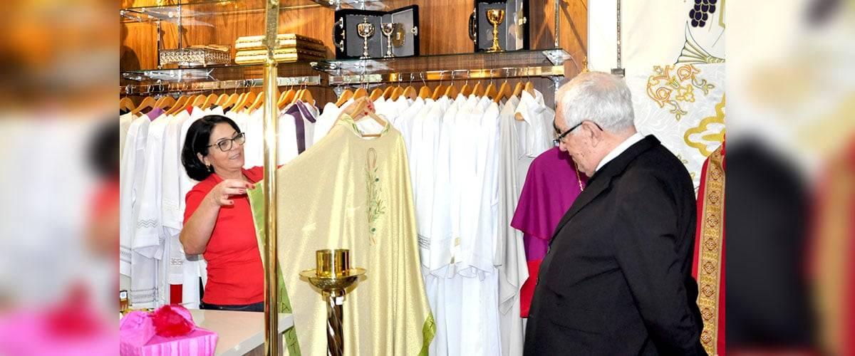 Bispos visitam a loja CORDIS Aparecida