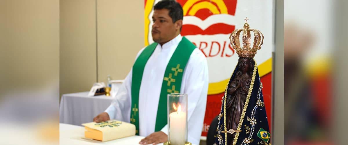 Pe Cremilson Silva celebra a Santa Missa no Grupo CORDIS
