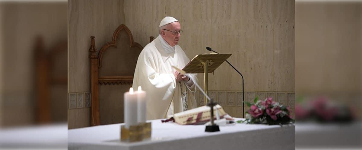 Papa: contemplar Nossa Senhora das Dores aos pés da Cruz