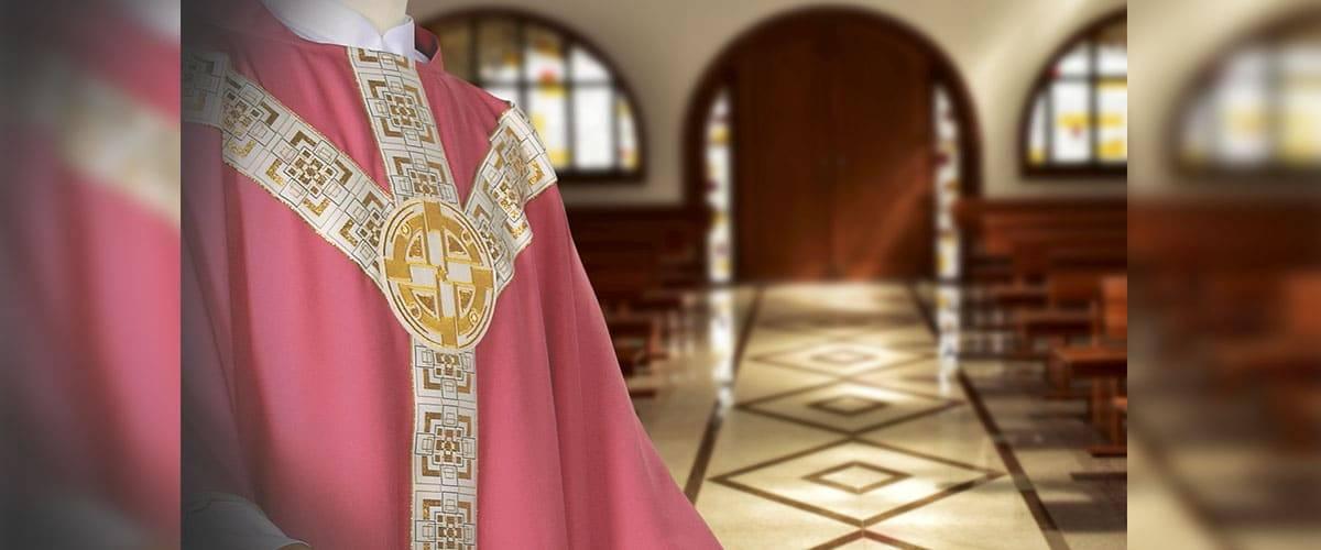 Seleção de paramentos e objetos litúrgicos para o Advento e Natal