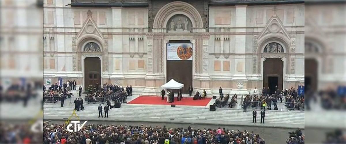 Papa em Bolonha: acolhimento, pobreza e trabalho
